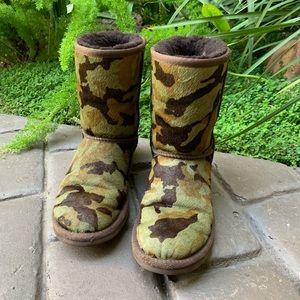 UGG Women's 6 Green Camo Rowland Calf Hair Boots